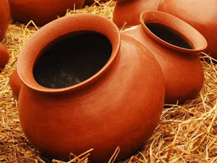 Why is the water in the earthen pot cool?